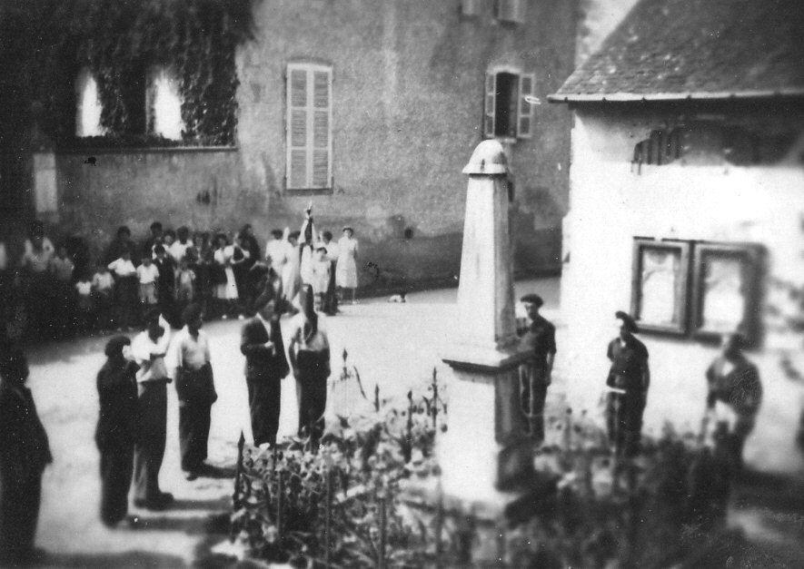 En 1944, les FFI saluent notre monument