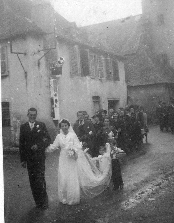 Sortie de l'église : Léon Porte-Petit - Lucie Lavie (mariage)