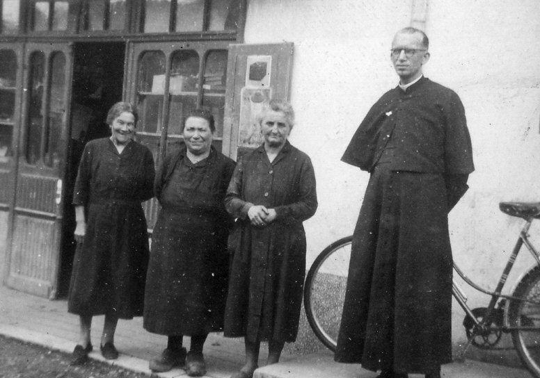 L'abbé Holzer qui a desservi la paroisse pendant l'occupation