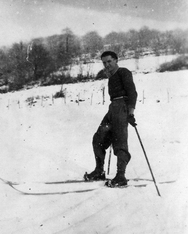 Skieur sur le côteau «Le Turon»