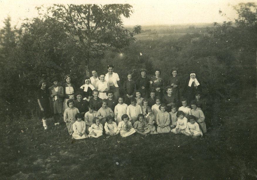 Orphelines de Ste Angèle d'Oloron venant passer les vacances au Boy près de Cardesse
