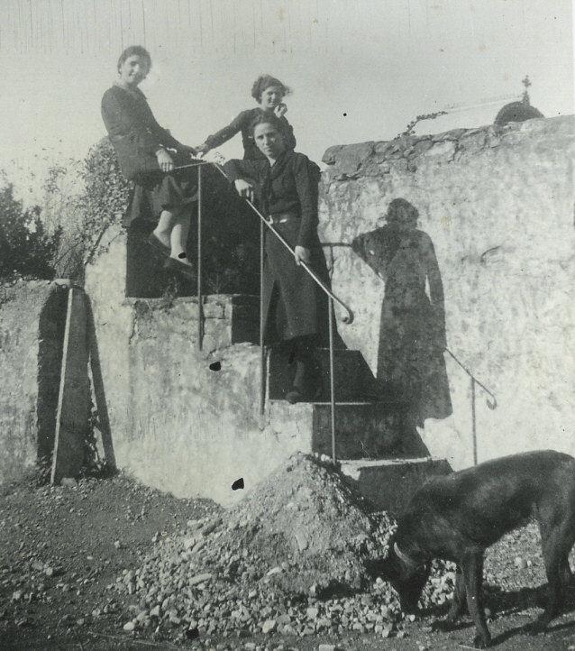 Cimetière : escalier par lequel entraient les «Cagots»