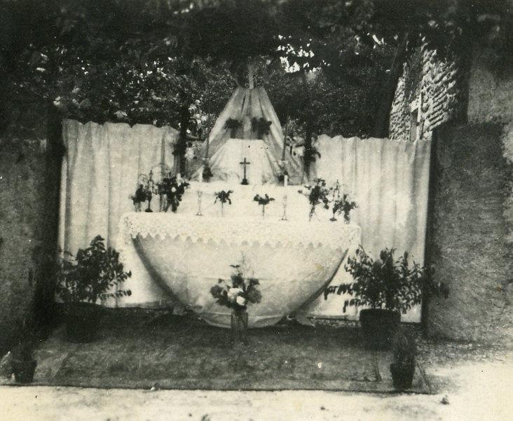 Reposoir de la fête-Dieu sur la route du cimetière
