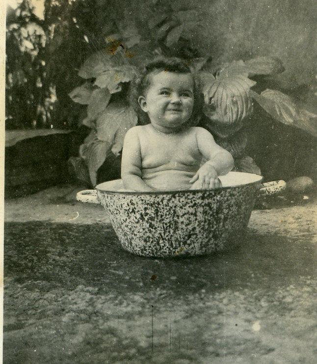 ...pour le bain de sa soeur Denise