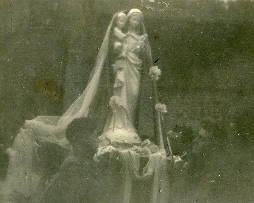 Notre-Dame, sur son socle marbré