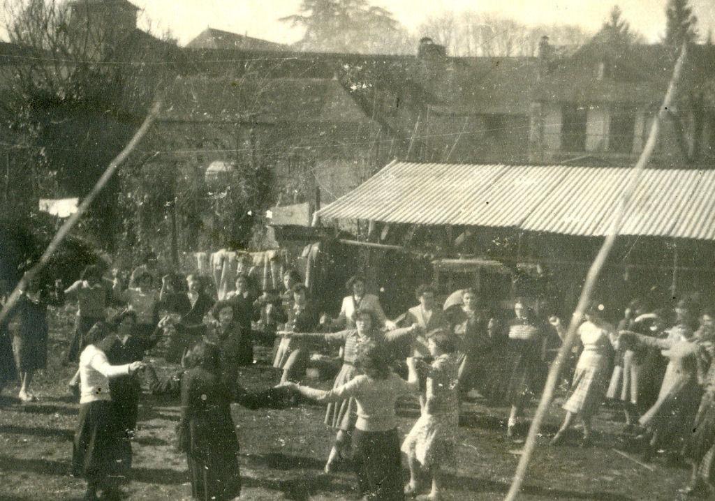 La joie au village : le 16 février 1949, à la journée rurale, on apprend «La Bourgogne»